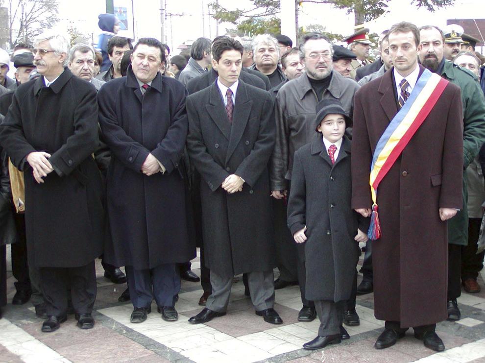 Ziua Naţională a României sărbătorită la Constanţa, luni, 1 decembrie 2003. În imagine Radu Mazăre.
