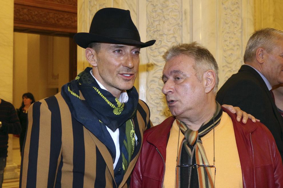 Radu Mazăre şi Mădălin Voicu sosesc la şedinţa Comitetului Executiv Naţional (CEX) al PSD, la Palatul Parlamentului, în Bucureşti, luni, 3 martie 2014.
