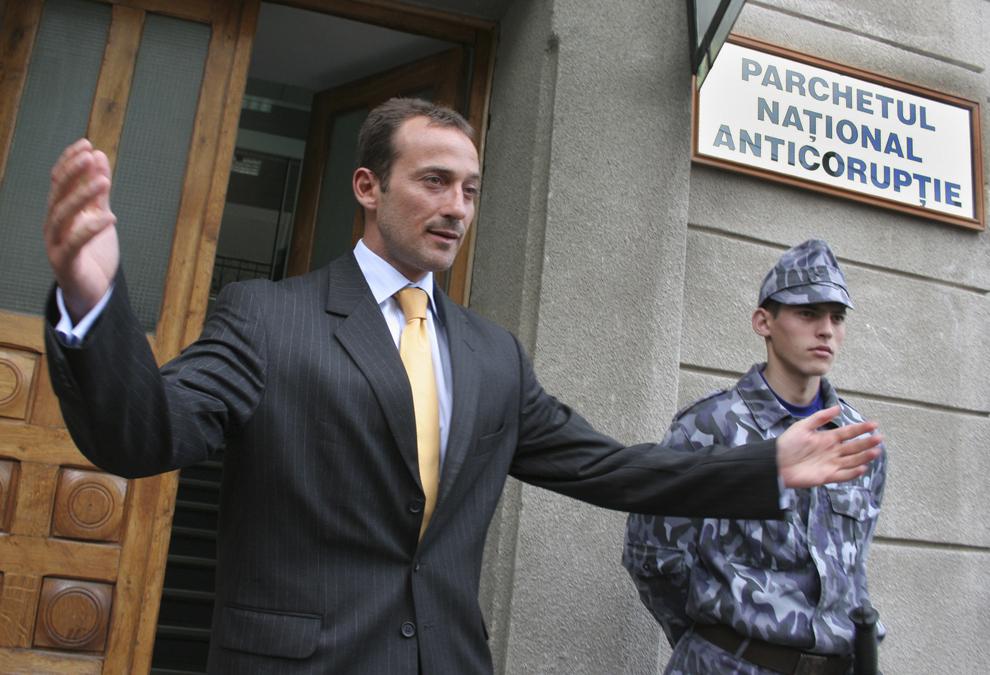 Primarul municipiului Constanţa, Radu Ştefan Mazăre, s-a prezentat, la sediul Parchetului Naţional Anticorupţie, unde a fost chemat de procurori, marţi, 26 aprilie 2005.