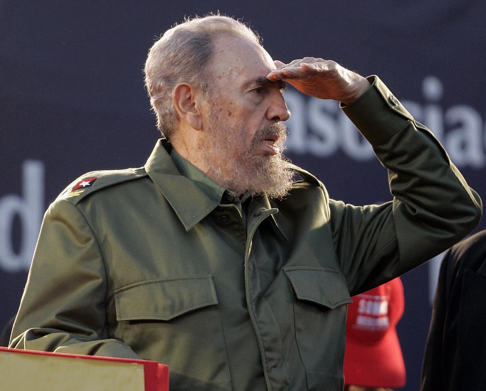 Preşedintele cubanez, Fidel Castro reacţionează în timpul unei adunări politice organizate de Alternative Mercosur Summit în Cordoba, Argentina, vineri, 21 iulie 2006.