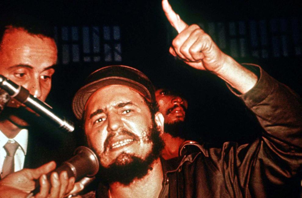 Liderul cubanez, Fidel Castro gesticulează în timpul unui discurs, duminică, 1 ianuarie 1950.
