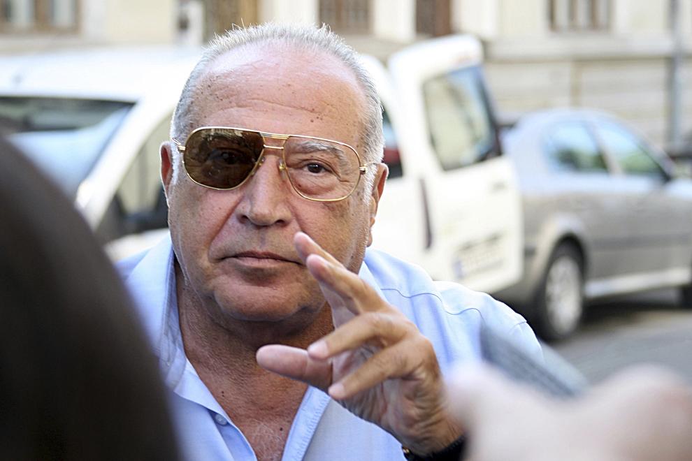 Dan Voiculescu soseşte la sediul DNA pentru a fi audiat în dosarul de şantaj în care sunt cercetaţi, printre alţii, fiica acestuia, Camelia Voiculescu şi directorul general al Antena TV Group, Sorin Alexandrescu, luni, 29 iulie 2013.