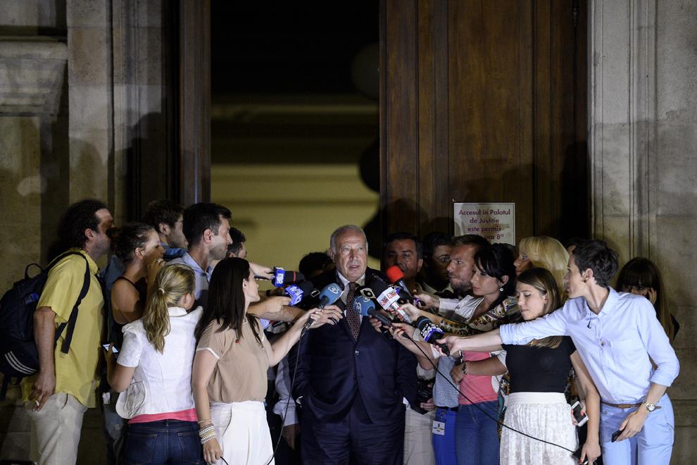 Dan Voiculescu, inculpat în dosarul ICA, face declaraţii la plecarea de la Curtea de Apel Bucureşti, marţi, 5 august 2014.