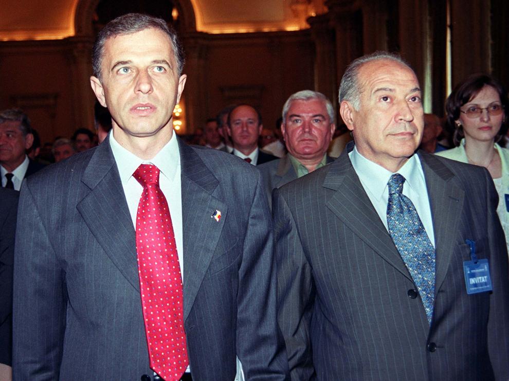 Şedinţa Consiliului Naţional al PSD, 9 iulie 2003. În imagine, Mircea Geoană şi Dan Voiculescu.
