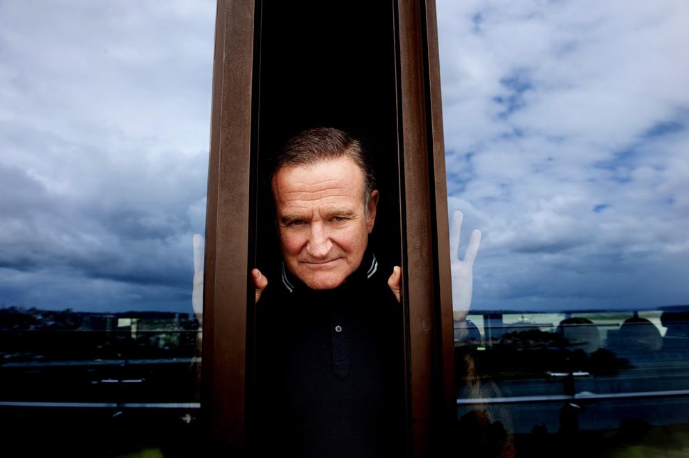 """Robin Williams pozează în Sidney, în timpul unei acţiuni de promovare a filmului """"Happy Feet2"""", 5 decembrie 2011."""