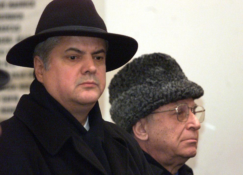 Adrian Năstase şi Ion Iliescu participă la ceremonia de înmormântare a academicianului Nicolae Cajal, preşedintele Federaţiei Comunităţilor Evreieşti din România,  la cimitirul Evreiesc Filantropia din Bucureşti, marţi, 9 martie 2004.
