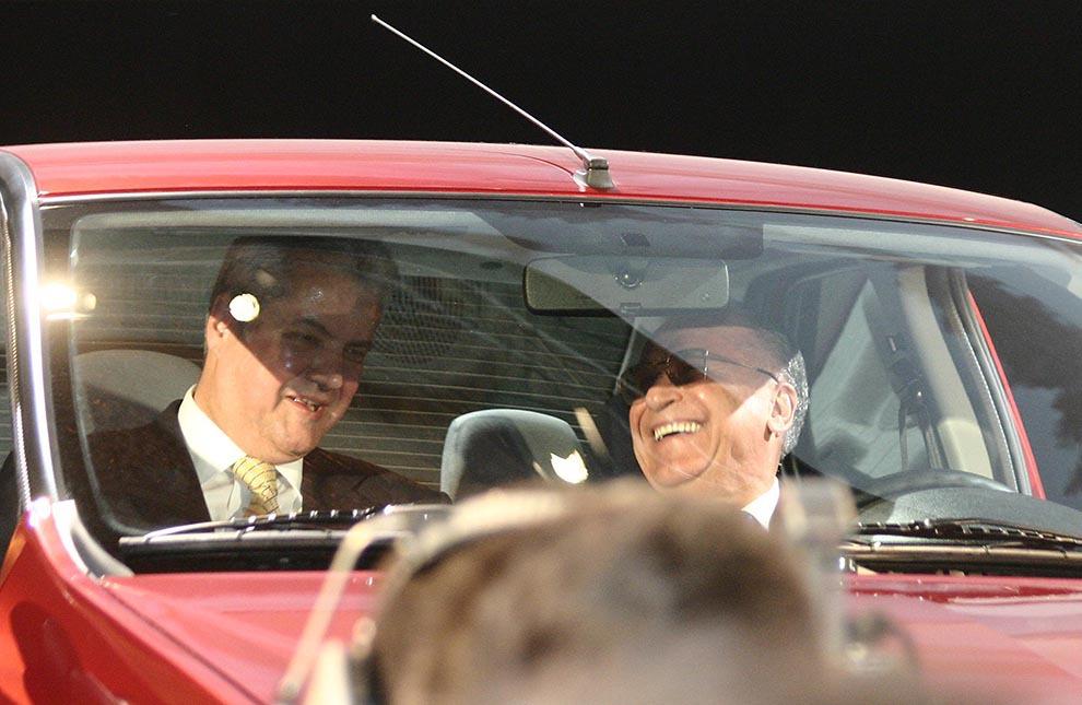 Preşedintele Ion Iliescu şi premierul Adrian Năstase participă la evenimentul de lansare a noului model de autoturism Dacia-Logan, în Bucureşti, joi, 3 iunie 2004