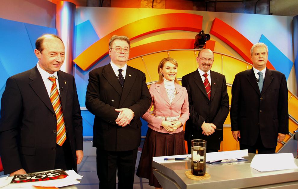 Traian Băsescu, candidat din partea Alianţei D.A., Corneliu Vadim Tudor din partea PRM, Marko Bela din partea UDMR şi Adrian Năstase din partea PSD+PUR, principalii candidaţi la Preşedinţia României, participă la o confruntare televizată, în Bucureşti, sâmbătă, 20 noiembrie 2004.