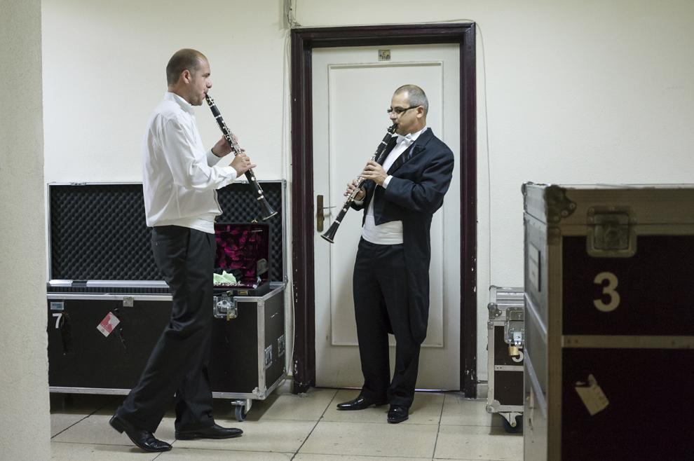Flautişti ai Orchestrei Naţionale Radio repetă înainte de concertul inaugural al primei ediţii a festivalului RadiRo, 23 septembrie 2012, Bucureşti.
