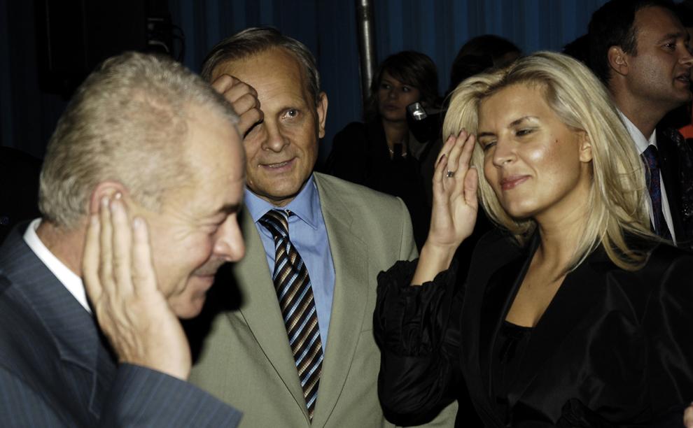 Constantin Stroe, Theodor Stolojan şi Elena Udrea vizitează Salonul Internaţional Auto Bucureşti, joi, 7 octombrie 2005.