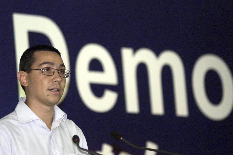 Victor Ponta participă la Congresul extraordinar al Partidului Social Democrat, în Bucureşti, vineri, 27 august 2004.  Membrii PSD au decis în unanimitate desemnarea lui Adrian Năstase drept candidat la Preşedintie.