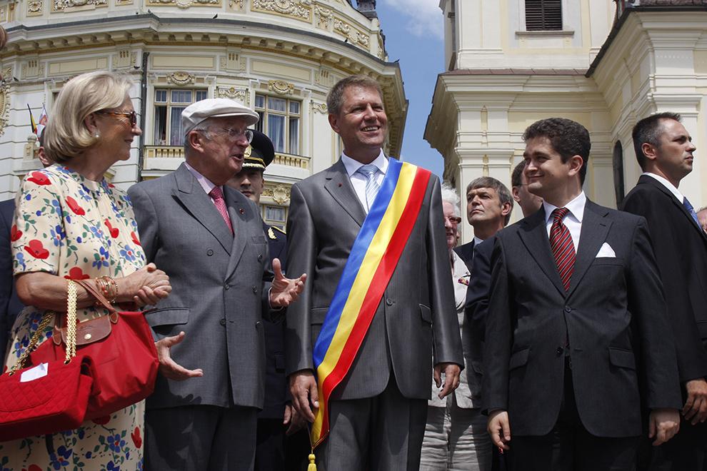Regele Albert al II-lea şi Regina Paola ai Belgiei vizitează centrul istoric al Sibiului alături de primarul Klaus Werner Iohannis (CD) şi de Theodor Paleologu (D), ministrul Culturii, joi, 9 iulie 2009.