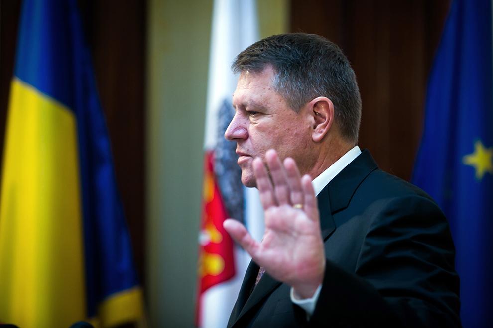 Primarul Klaus Iohannis susţine o conferinţă de presă, în Sibiu, marţi, 11 februarie 2014.