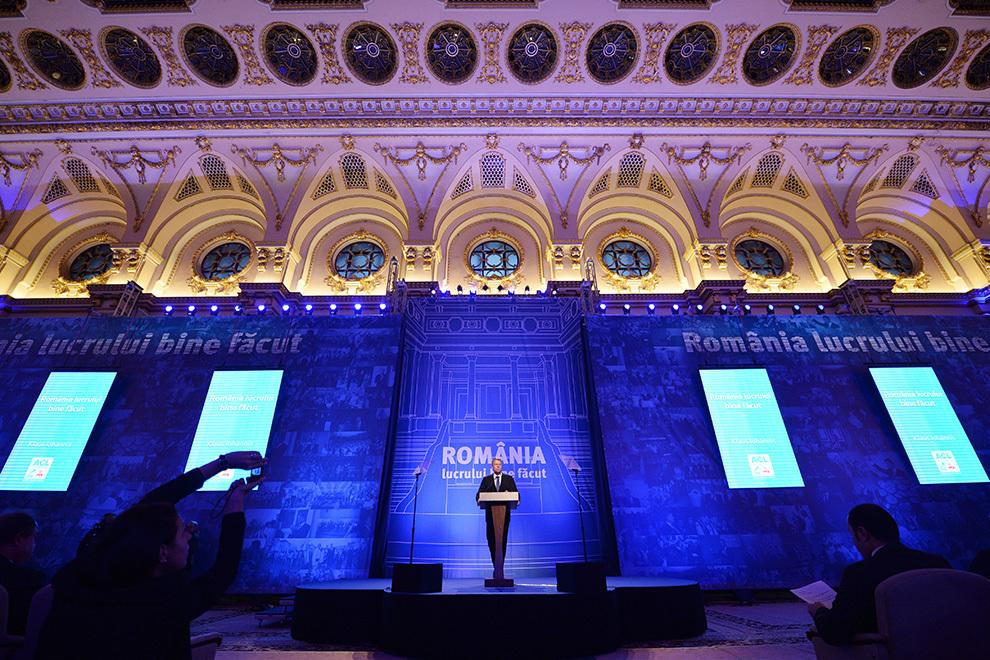 """Candidatul ACL la prezidenţiale, Klaus Iohannis, îşi prezintă programul pentru alegeri """"România lucrului bine făcut"""", într-un eveniment la Palatul Parlamentului, în Bucureşti, luni, 29 septembrie 2014."""