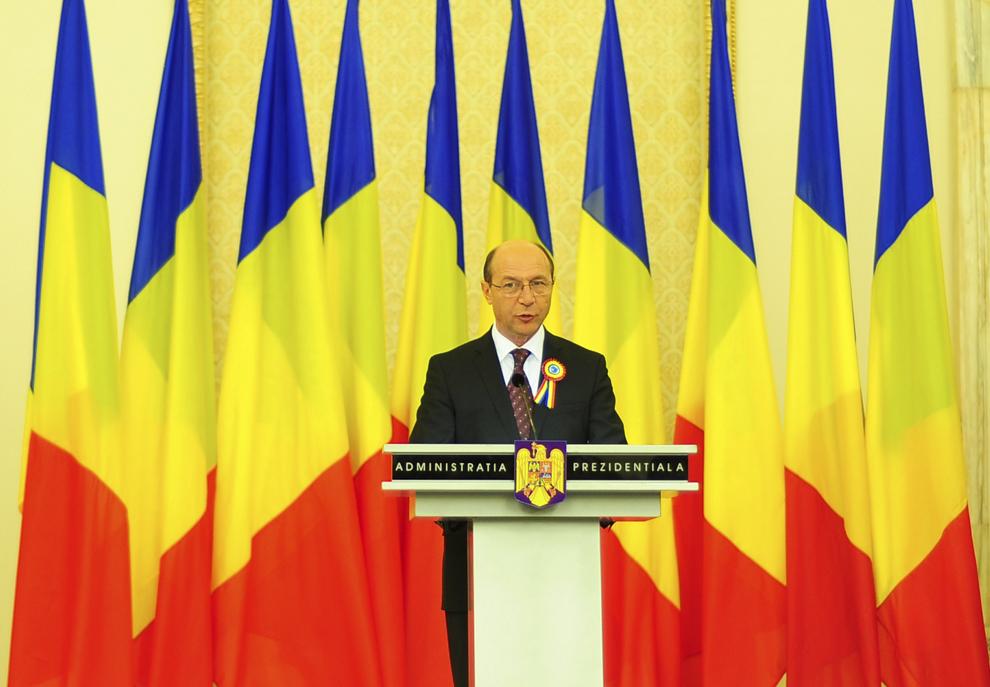 Preşedintele României, Traian Băsescu ţine un discurs, în timpul unei recepţii oferite de Ziua Naţională a României, celor 900 de invitaţi chemaţi la Palatul Cotroceni, în Bucureşti, marţi, 1 Decembrie 2008.