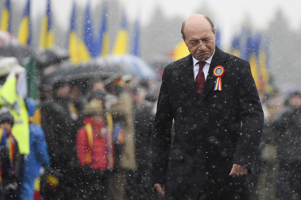 Preşedintele în exerciţiu Traian Băsescu soseşte la parada militară organizată cu ocazia Zilei Naţionale a României, în Piaţă Constituţiei din Capitală, luni, 1 decembrie 2014.