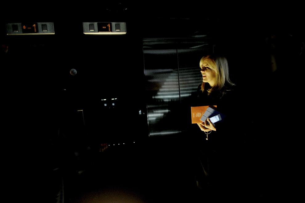 """Elena Udrea soseste la o intalnire cu democrat-liberalii din Sibiu, in cadrul careia fostul ministru al Dezvoltarii Regionale si Turismului isi prezinta motiunea cu care candideaza la presedintia PDL, intitulata """"Noul PDL. O Noua Romanie"""", sambata, 2 martie 2013."""