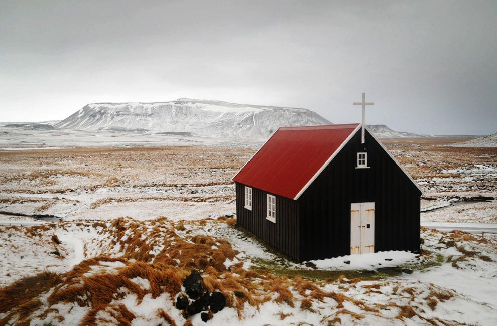 Mica biserică din Krysuvikurkirkja poate fi văzută în peninsula Reykjanes din sud-vestul Islandei, joi, 19 februarie 2009. O ţară cu o geografie dominată de vulcani şi gheţari, cu o bogată tradiţie istorică, Islanda a fost desemnat in 2007 cea mai dezvoltată ţară din lume de către UNHDI.
