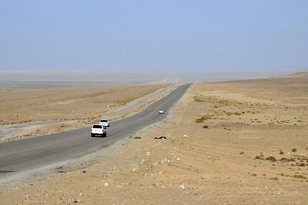 Drumul dintre Asgabat şi Turkmenbashi, oraşul port la Marea Caspică, în Turkmenistan, septembrie 2013.