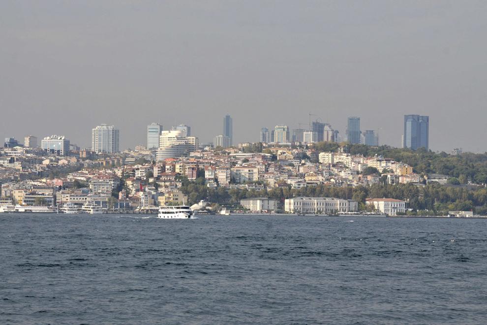 Vedere spre partea europeană a oraşului Istanbul, în Turcia, septembrie 2013.