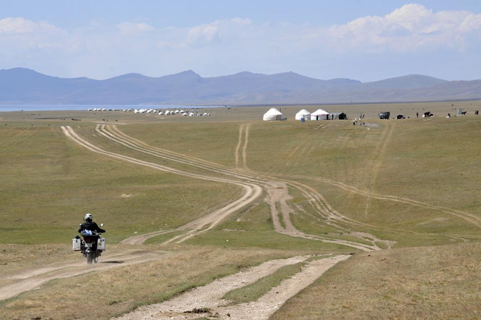 Imagine de pe platoul lacului Song - Kul (3016 m), în Kârgâzstan, august 2013.
