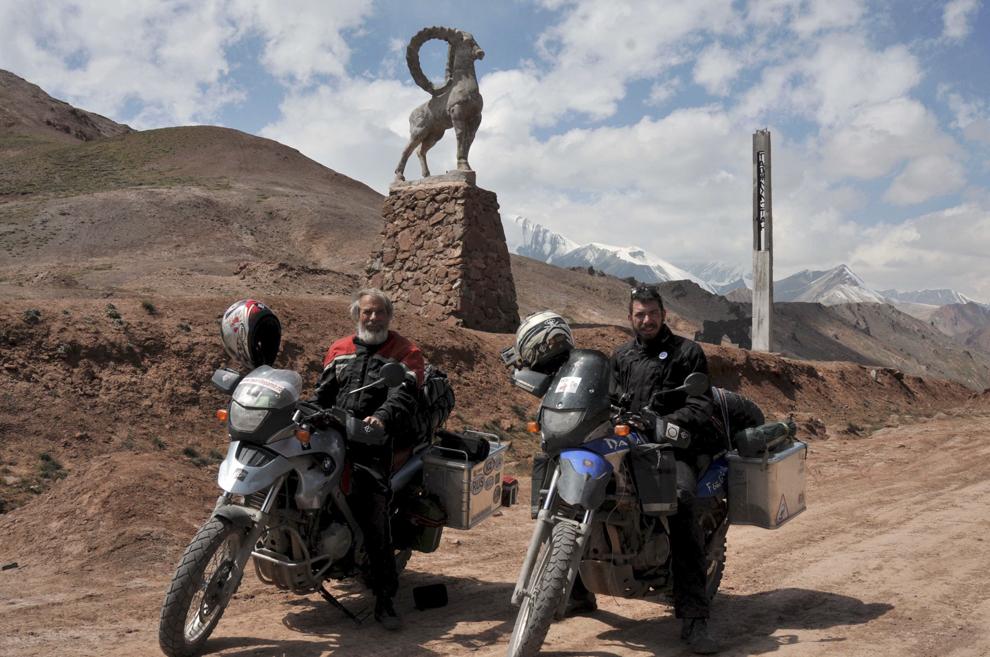 Imagine din Pasul Kyzyl - Art (4289 m.), aflat la graniţa dintre Kârgâzstan şi Tadjikistan, august 2013.