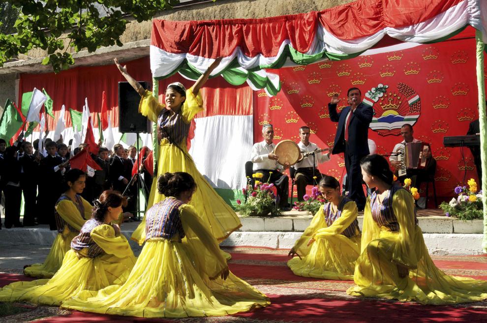 Imagine din timpul festivităţilor prilejuite de Ziua Independenţei Republicii Tadjikistan, în Ayni, septembrie 2013.