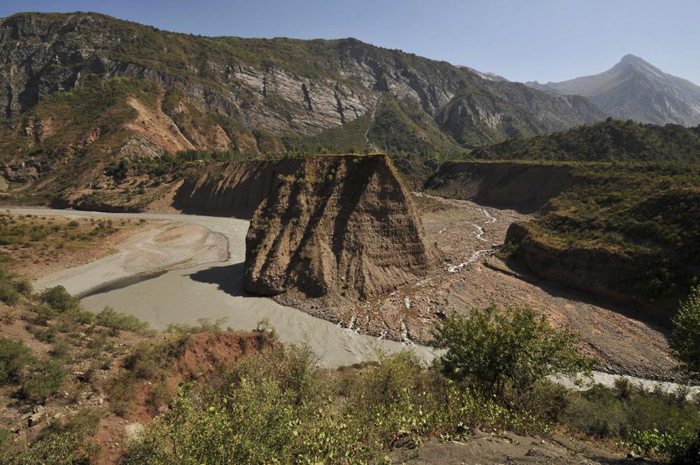 Defileul râului Obi Khingob, în apropiere de localitatea Tavildara, Tadjikistan, septembrie 2013.