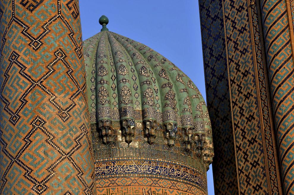 Detaliu al Medressei Sher-Dor Madrasah, din complexul Registan, în Samarkand, Uzbekistan, septembrie 2013.