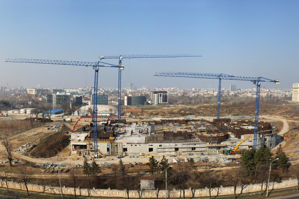 Stadiu de construcţie a Catedralei Mântuirii Neamului.