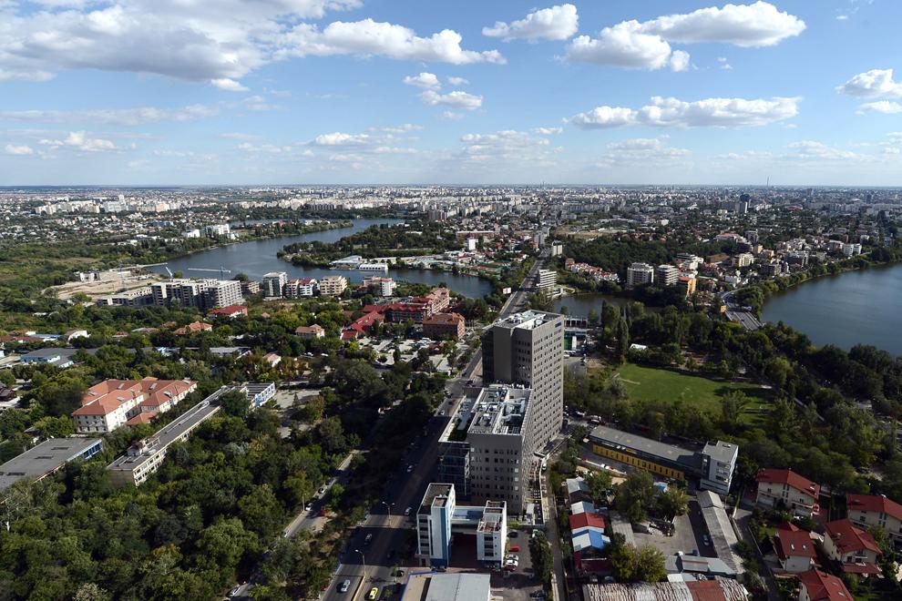 Vedere asupra bulevardului Barbu Văcărescu, calea Floreasca.