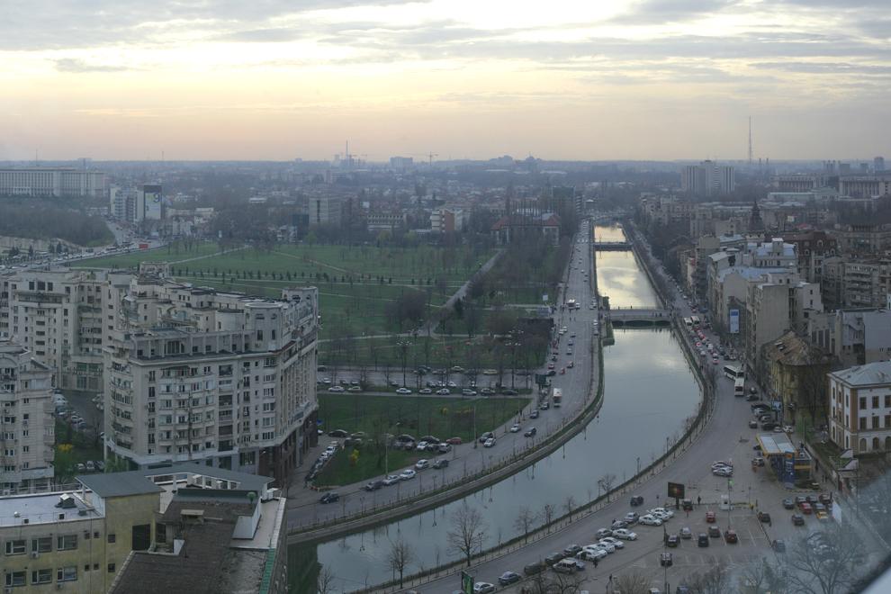 Splaiul Dâmboviţei, parcul Izvor.