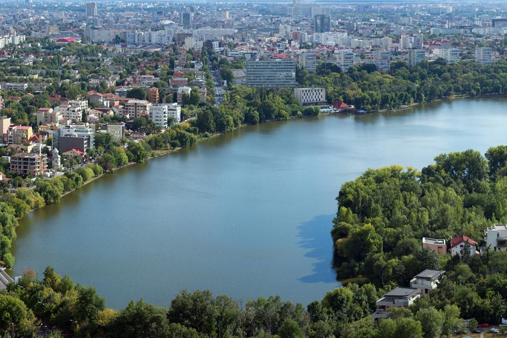 Lacul Floreasca şi cartierul Floreasca.