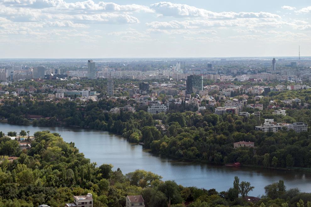 Lacul Floreasca, parcul Bordei şi cartierul Primăverii.