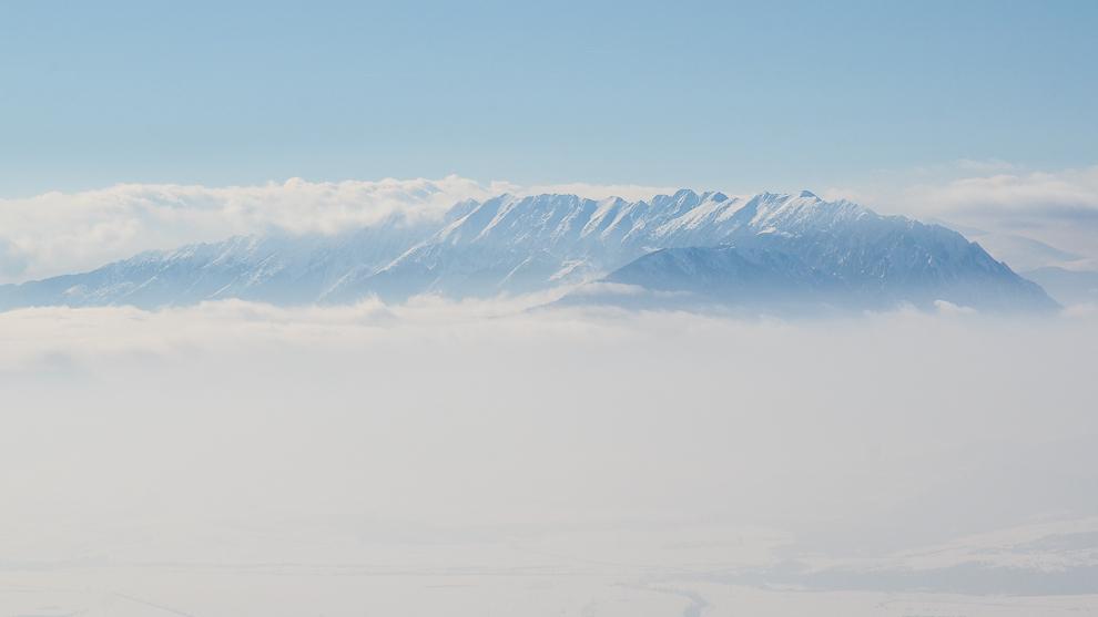 Munţii Piatra-Craiului pe timp de iarnă.