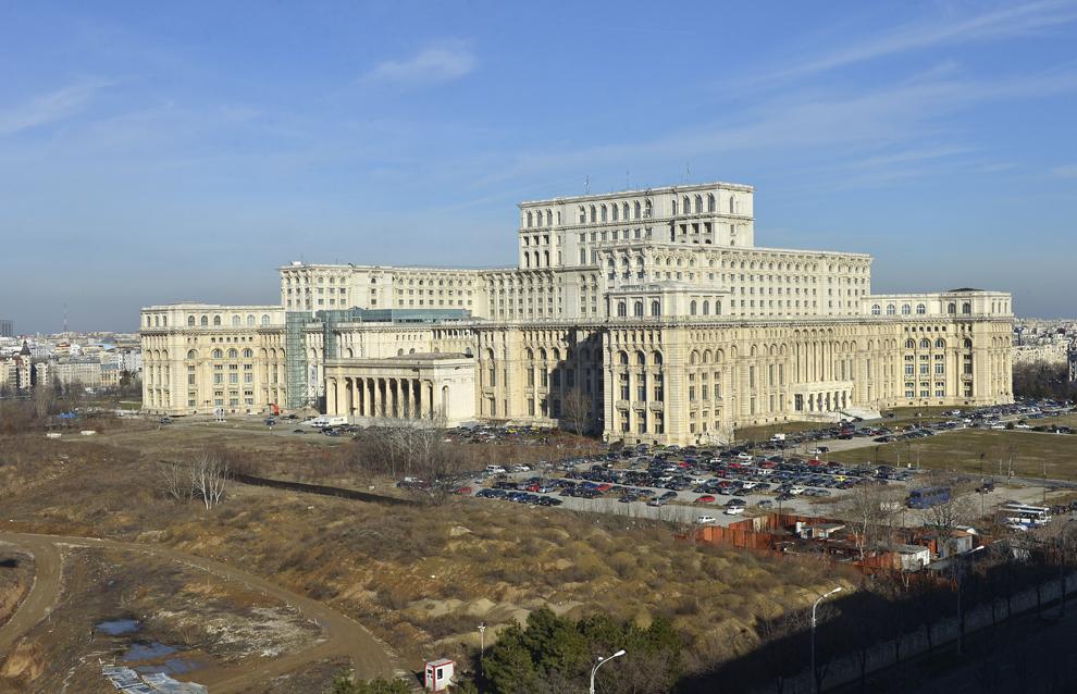 Imagine cu Palatul Parlamentului, în Bucureşti, marţi, 5 februarie 2013.