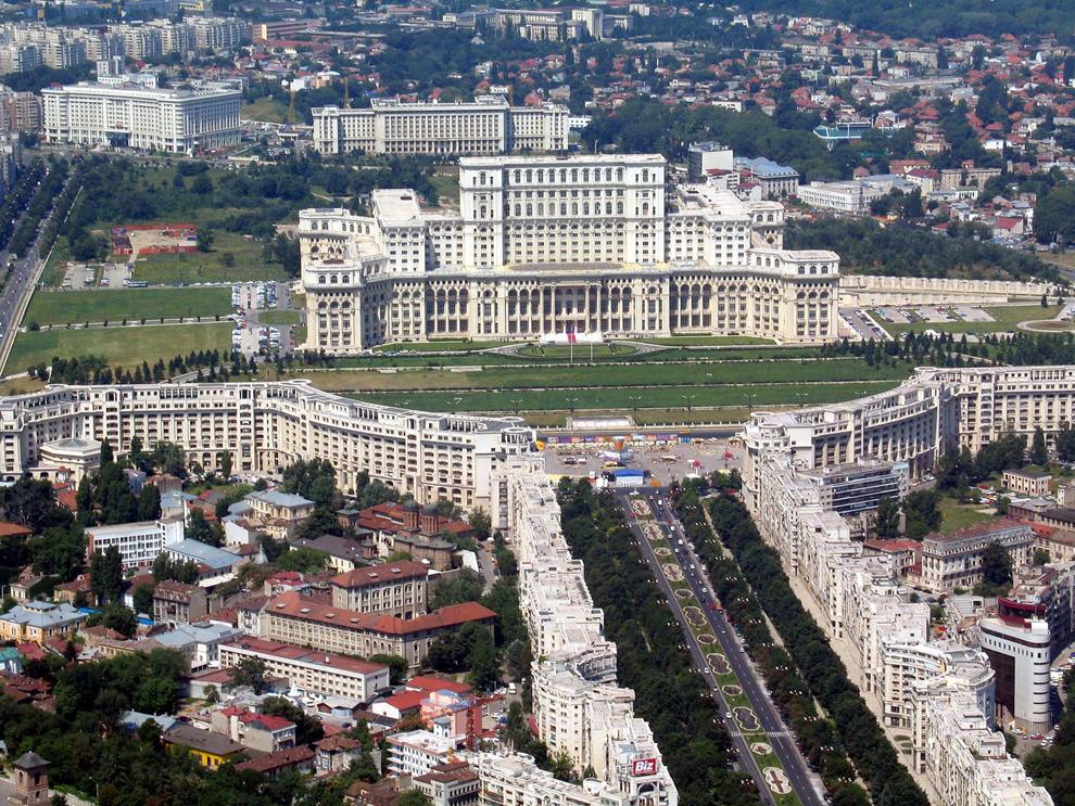 Palatul Parlamentului, Bucureşti, 1 iulie 2004.