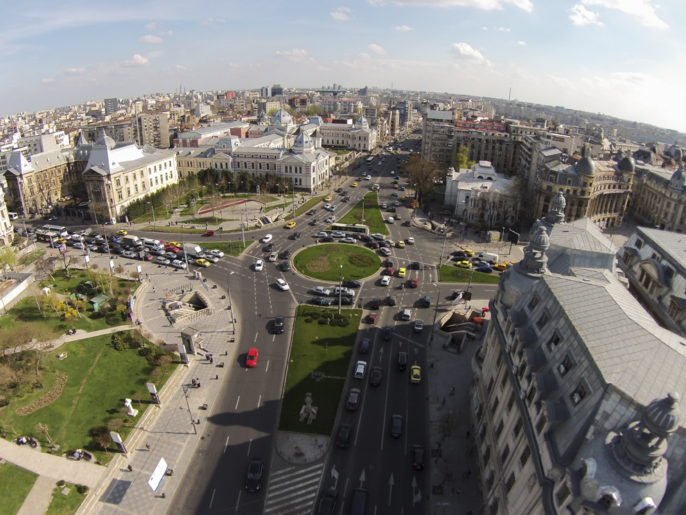 Fotografie aeriană, realizată în Bucureşti, joi, 27 martie 2014.