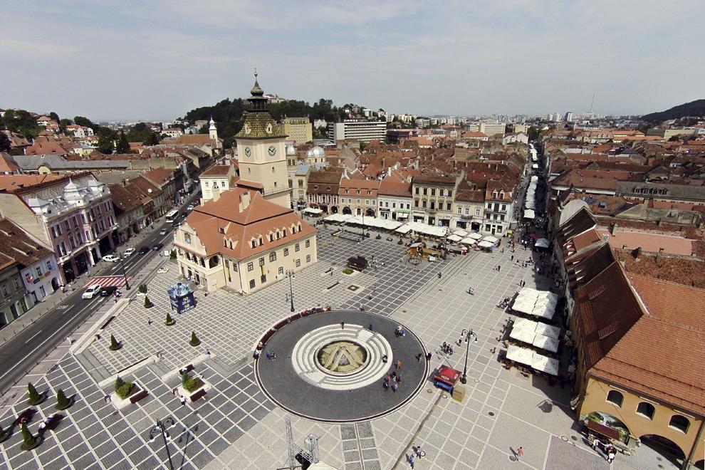 Fotografie aeriană, realizată în Braşov, vineri, 5 septembrie 2014.