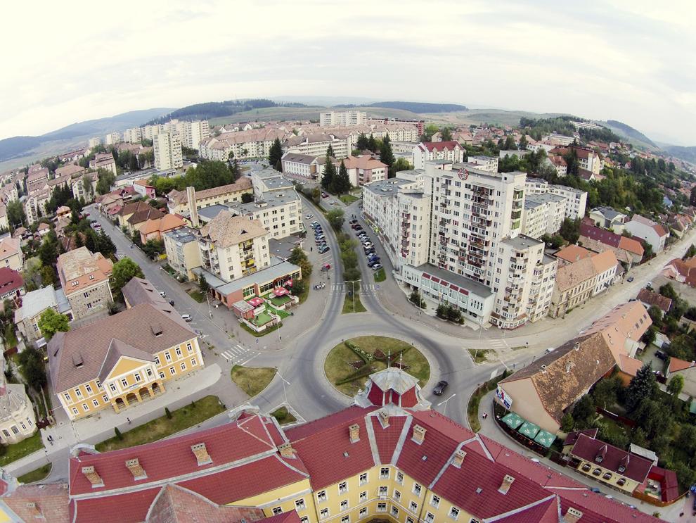 Fotografie aeriană, realizată în Miercurea Ciuc, vineri, 5 septembrie 2014.