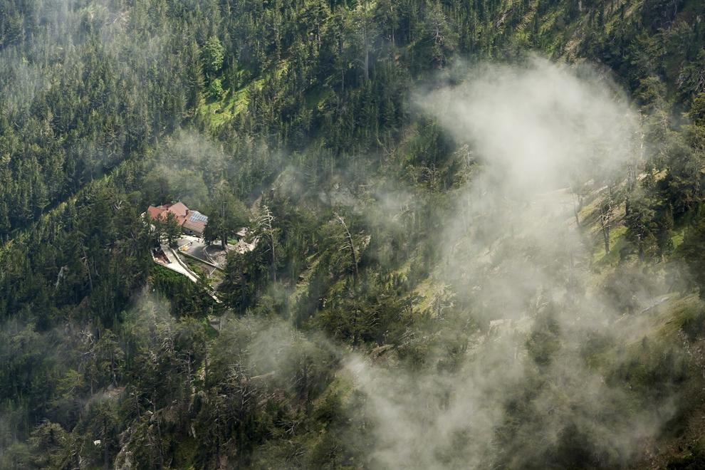 Cabana Spilios Agapitos (2060 m), cunoscută sub numele de Refugiul A, din Muntele Olimp.