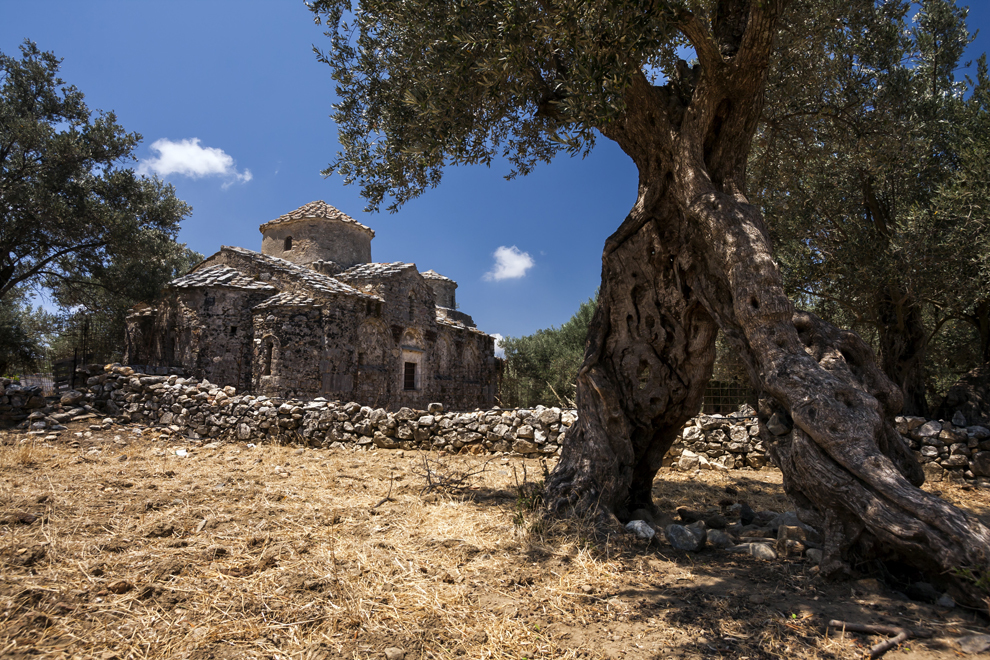 Biserica de piatră Kerami Agii Apostoli din localitatea Chalki, insula Naxos.