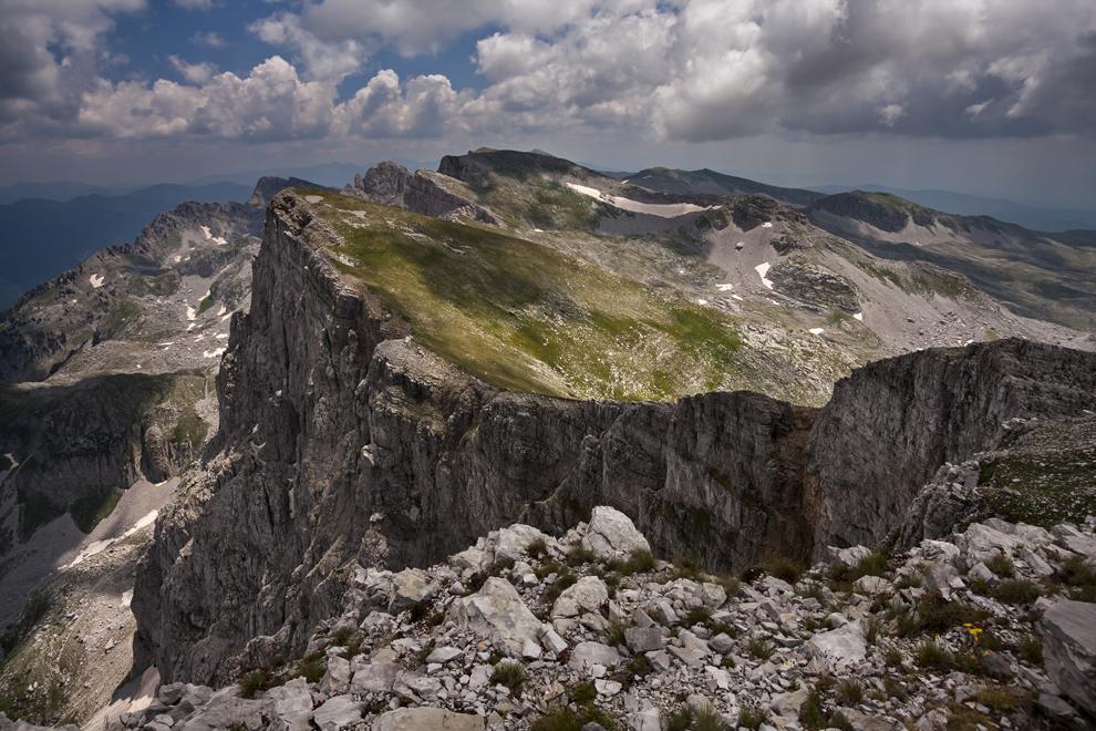 Creasta Masivului Tymfi, de pe Vârful Gamila (2497 m) , Munţii Pindului.