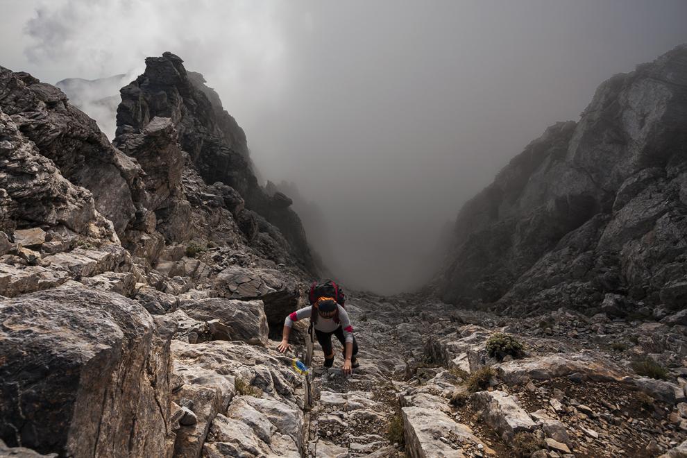 Culoarul Louki, partea finala a ascensiunii spre Vf. Mytikas (2917 m), cel mai inalt din Muntele Olimp.