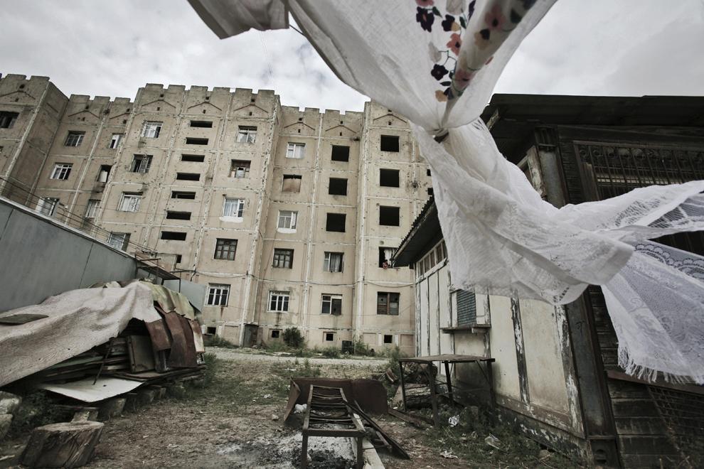 Un bloc de apartamente, oraşul Khojaly, Nagorno-Karabah, vineri, 19 septembrie 2008. Khojaly este un oras din Nagorno-Karabah si este situat la 10 km nord-est de capitala Stepanakert.