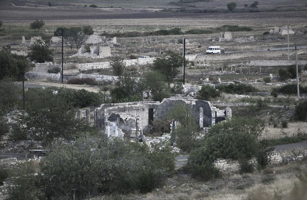 Ruinele oraşului Aghdam, aflat la graniţa dintre Nagorno-Karabah şi Azerbaidjan, distrus în totalitate în timpul conflictului armat, vineri, 19 septembrie 2008. Acum un oraş fantomă, în trecut avea propriul aeroport şi 160,000 de locuitori. În prezent au loc lupte sporadice şi un număr mare de mine antipersonal se află încă în zonă.