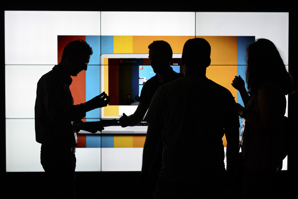Persoane participă la festivalul dedicat industriei digitale şi interactive din Europa Centrală şi de Est, Interactive Central and Eastern Europe Festival 2014 (ICEEFest), în Bucureşti, vineri, 13 iunie 2014.