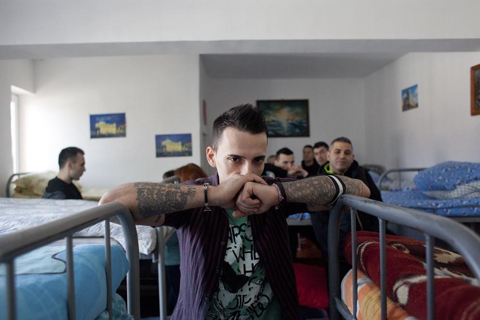 Un deţinut din cadrul Penitenciarului Jilava pozează în timpul unei întâlniri cu jurnaliştii, joi, 28 februarie 2013.