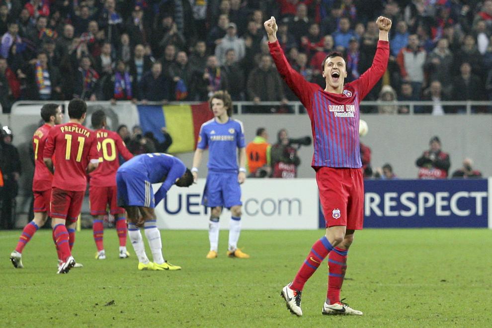 Vlad Chiricheş, de la Steaua Bucureşti, se bucură la finalul meciului cu Chelsea Londra, contând pentru prima manşă a optimilor de finala ale Ligii Europa, disputat în Bucureşti, joi, 7 martie 2013.
