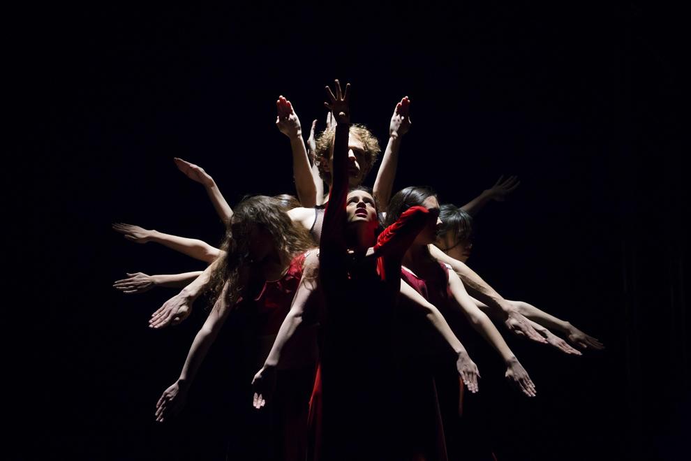 """Balerini ai Teatrului de Balet Sibiu prezintă spectacolul """"Missa Prophana"""", pe scena Casei de Cultură a Sindicatelor din Sibiu, miercuri, 12 martie 2014."""